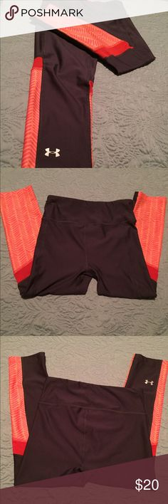 Under Armour compression heat gear leggings In like new condition!! Size XS, UA compression heat gear cropped leggings, calf length. Under Armour Pants