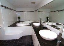 Victoria Square Apartments - Main En Suite bathroom with Spa Bath - Broadbeach Holiday Accommodation