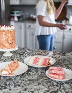 Cake by Courtney: Summer Inspired Strawberry Crunch Cake Strawberry Crunch Cake, Strawberry Filling, Strawberry Recipes, Vanilla Buttercream, Vanilla Cake, Freeze Dried Strawberries, Crumble Recipe, Cookie Crumbs, Icecream Bar