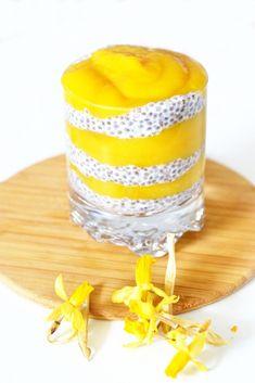 Aamu-unisen helpot chia-pikarit | Jolie Slow Food, Raw Food Recipes, Baking Recipes, Chia Recipe, Just Eat It, Tasty, Yummy Food, Food Tasting, Smoothie Bowl