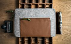 Autumn in DaWanda This minimalis leather sleeve with wool felt, represents our focus on functionality, simplicity and beauty. It's a simple sleeve that lets the materials and craftsmanship speak for...