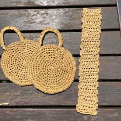 A DIY round raffia box bag – Self Assembly Required - Nahen Crochet Handbags, Crochet Purses, Crochet Hooks, Box Bag, Crochet Round, Double Crochet, Macrame Bag, Macrame Mirror, Macrame Curtain