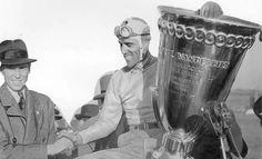 E' bello ricordare  che 80 anni fa,  precisamente il 12 ottobre 1936, il grande Nuvolari si aggiudicava la prestigiosa Coppa George Vanderbilt.