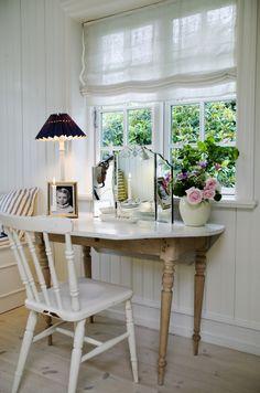 Tag stilen fra et fransk landhus, krydr det med New Englands Beach House-stil og få et charmerende, stilfuldt og gennemført hjem. Lad dig inspirere til dit drømmehus her!