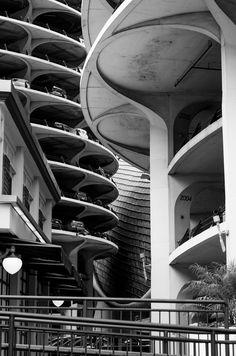 Marina Park garage, Bertrand Goldberg, 1964.
