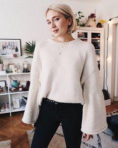 "Gefällt 1,147 Mal, 8 Kommentare - Josefin Dahlberg (@josefindahlberg.se) auf Instagram: ""New favorite sweater ✨⚡️Todays outfit is up on my blog ✨ link in profile ✨ #ootd #newin"""