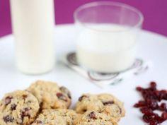 Biscotti con mirtilli rossi e cioccolato bianco e fiocchi d'avena