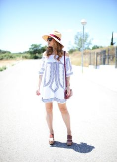 Casual Look. Off Shoulder Dress. A trendy life. #casual #offshoulderdress #hat #burgundybag #whitedress #wedges #chicwish #lacambra #raceuhats #marypaz #outfit #fashionblogger #atrendylife www.atrendylifestyle.com