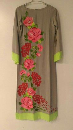 Painting Fabric Dress Patterns Ideas For 2020 Saree Painting, Dress Painting, Fabric Painting, Painting Canvas, Painting Patterns, Hand Painted Dress, Painted Clothes, Applique Dress, Embroidery Dress