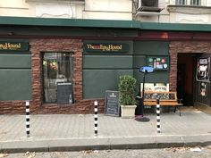 Ein Irish Pub in Sofia, Bulgarien The Fox And The Hound, Garage Doors, Outdoor Decor, Home Decor, Bulgaria, Pictures, Decoration Home, Room Decor, Home Interior Design