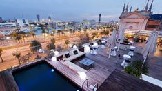 Located in front of the port of Barcelona, this boutique 4 Star hotel offers a beautiful roof top terrace where to celebrate unique weddings. Cocktail capacity up to 100 people
