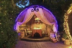 Awesome Fortune teller tent. Originally pinned by Lea Saccoman onto Skullea's Carnival Cirque du Freak.