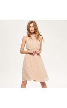 Plain Dress, Must Haves, Dresses For Work, Model, Pink, How To Wear, Clothes, Vintage, Style