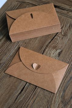 Set of Brown Kraft Paper Envelopes with Heart Closure/Wedding envelopes/Kraft envelopes Origami Envelope, Paper Envelopes, Kraft Envelopes, Wedding Envelopes, Brown Envelopes, Diy Paper, Paper Crafts, Kraft Paper Wedding, Explosion Box