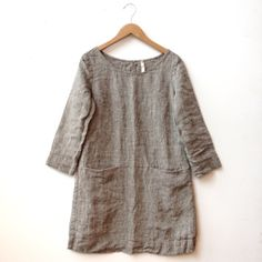 100% linen tunic with two hidden front pockets. Made in Rockland, Maine.Email shop@sustaincville.com for fit questions. like the top...found the price to be exorbitant.