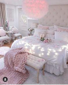 Teen Bedroom Designs, Bedroom Decor For Teen Girls, Cute Bedroom Ideas, Room Design Bedroom, Room Ideas Bedroom, Girly Bedroom Decor, Girls Bedroom Chandelier, Teenage Bedrooms, Tiny Bedrooms