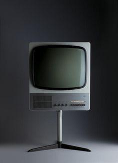 Dieter Rams, Braun television (FS detail photo by Koichi Okuwaki. Retro Design, Icon Design, Dieter Rams Design, Braun Dieter Rams, Best Ram, Old Tv, Interior Exterior, Interior Design, Industrial Design