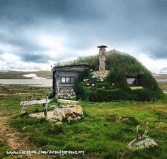 """Avantgardens"" sur Facebook — Goahti - Lapland Turf Hut, Norway A goahti (Norwegian: gamme, Finnish: kota, Swedish: kåta), also gábma, is a Sami hut"