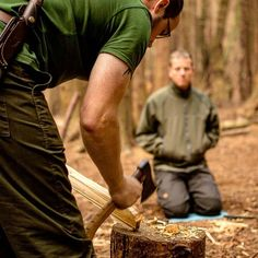 Delivering a basic carving demonstration to a group over the weekend with @originaloutdoor during the woodcrafter course. Very funny bunch of clients and it was a great atmosphere. Photo courtesy of @originaloutdoor #bushcraftuk #bushcrafting #bushcraft #bushcrafters #outdoorsman #outdoors #wildcamp #camping #tent #tarp #home #woods #woodsman #nature #mothernature #carving #crafts #axeman #axework #crafts