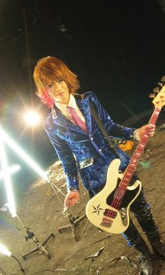 Takafumi (MoNoLith). Gahh, I love bassists. They need more appreciation. <3