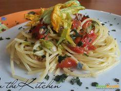 Spaghetti sgombro pomodorini e fiori di zucca  #ricette #food #recipes
