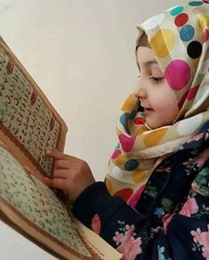 mashalah I want all my family daughters and sons to read holy Quran and act accordingly mashalah shukaralhamdulah I wish i do it to get sawab Islamic Images, Islamic Pictures, Islamic Quotes, Muslim Family, Muslim Girls, Baby Hijab, Litle Boy, Ugly Baby, Cute Babies Photography