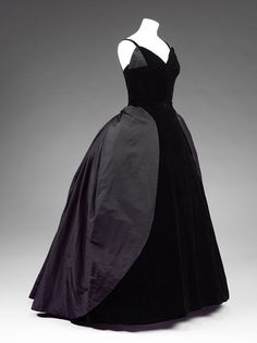 Dress | John Cavanagh | V&A Search the Collections