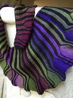 Free knitting pattern for Coquille Shawl and more colorful shawl knitting patterns [ JCashmere.com ]