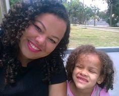 Eu e ela 💕Tal mãe, tal filha 💕#cabelo #cabelos #cachos #Cacheadas #mãedemenina #vidademãe #talmãetalfilha #domingo #cachinhos #cachosbra #filha #itgirlsbrazil #fds #semprepronta #cachospoderosos #toppoderosas #poderdevantagens #theinsdersbrasil #vidacacheada  #selfie #soltaoblack  #love #follow #linda #instablog #boatarde #fds ❤