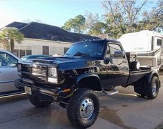 Old Dodge Trucks, Chevy Pickup Trucks, Chevy Pickups, Dodge Ram Diesel, Dodge Cummins, Diesel Trucks, Cool Trucks, Big Trucks, First Gen Cummins