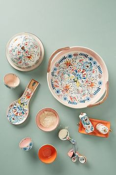 Anthropologie new kitchen arrovals: Eres Pie Dish. I love the design on this decaled stoneware . It's pretty enough to site right on the counter and woe your guests as kitchen decor What a great accent piece for a white farmhouse kitchen or wedding gift! Ceramic Spoons, Ceramic Pottery, Ceramic Art, Interior Design Kitchen, Kitchen Decor, Joy Kitchen, Photos Folles, Anthropologie Home, Nordstrom