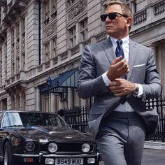 Omega Seamaster Diver 300M Co-Axial Master Chronometer 42 mm 210.90.42.20.01.001 James Bond 007 Daniel Craig y Aston Martin Vantage V8 Daniel Craig, James Bond, Omega Seamaster Diver 300m, Aston Martin Vantage, Style, Swag, Outfits