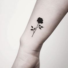 Do you want to get black rose tattoos? I tolk about black rose tattoo designs and meanings. Trendiest rose tattoo ideas for men and women. Little Rose Tattoos, Rose Tattoos On Wrist, Tiny Tattoos For Girls, Tattoo Designs For Girls, Flower Tattoos, Mini Tattoos, Palm Tattoos, Cool Tattoos, Sexy Tattoos
