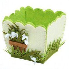 Easter/Spring Felt Pot With Felt Snowdrops - Decorative Felt Pot Hobbies And Crafts, Diy And Crafts, Felt Patterns, Foam Crafts, Felt Diy, Felt Ornaments, Spring Crafts, Felt Flowers, Easter Crafts
