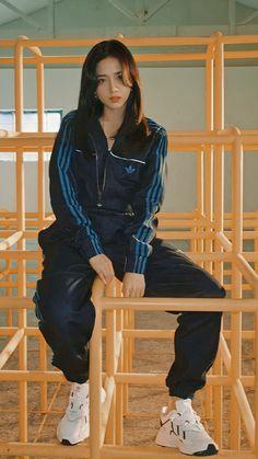 Black Pink ジス, Bts Black And White, Blackpink Fashion, Korean Fashion, Fashion Outfits, Blackpink Photos, Girl Photos, Blackpink Wallpaper, Blackpink Poster