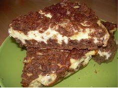 Nejprve si připravte těsto, neboť ho budete muset uložit k ledu. Promíchejte vajíčko s práškem do pečiva, cukrem, mlékem a kakaem. Přisypejte... Kefir, Pavlova, Something Sweet, Sandwiches, Food And Drink, Beef, Cake, Recipes, Kuchen