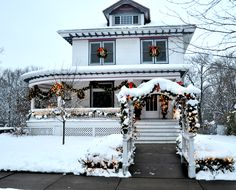 Another Victorian beauty decorated for Christmas. Winter Wonderland, Illinois, Day Trips, Places To Visit, Christmas Decorations, Victorian, Exterior, Vacation, Holiday Ideas