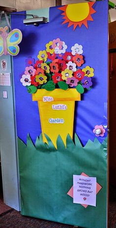 Spring Classroom Door Decorations Children 18 Ideas For 2020 Spring Bulletin Boards, Preschool Bulletin Boards, Preschool Classroom, Preschool Crafts, Toddler Classroom, Preschool Door Decorations, Garden Theme Classroom, Preschool Garden, Garden Kids