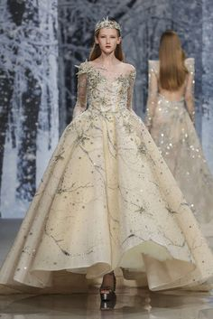 Ziad Nakad F/W haute couture 2017 Couture Mode, Haute Couture Dresses, Style Couture, Couture Fashion, Runway Fashion, Fall Dresses, Nice Dresses, Prom Dresses, Formal Dresses