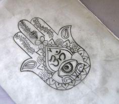 Hamsa tattoo                                                                                                                                                     Más