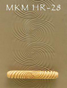 Ce rouleau à la main bois naturel est profondément sculpté et fait une belle empreinte en argile ou en pâte polymère (ou PMC). Il est long de 10cm (4 pouces) et 1,5 cm de diamètre (1/2 pouce plu). Il n'est pas au laser sculpté : tout le découpage se fait avec un biseau donc la