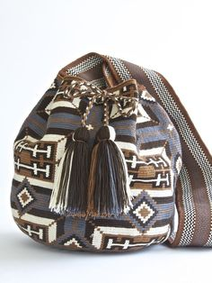 "srta-pepis: ""☆ "" Crochet Handbags, Crochet Purses, Crochet Bags, Mochila Crochet, Tapestry Crochet Patterns, Tapestry Bag, Boho Bags, Knitting Accessories, Clutch"