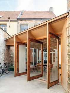 architecten Have Transformed a Row House into a Light-Filled Family Home - i.architecten Have Transformed a Row House into a Light-Filled Family Home 1 - Detail Architecture, Interior Architecture, Interior Exterior, Exterior Design, Outside Flooring, House Extensions, Windows And Doors, Pergola, Home And Family