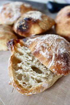 Nattjästa dinkelfrallor | Ylvas Bakverkstad Raw Food Recipes, Baking Recipes, Artisan Bread Recipes, Homemade Dinner Rolls, Brunch, Swedish Recipes, Creative Food, Bread Baking, Food Inspiration