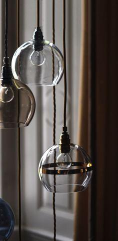 Suspension rowan transparent rayee or ebb flow normal susan nielsen Rowan, Ceiling Pendant, Pendant Lighting, Style Retro, Deco Design, Decoration, Flow, Lights, Cool Stuff