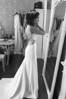 Vestido de novia con espalda trapecio con encaje de Alicia Rueda