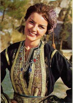 Folk Costume, Costumes, Greece History, Greek Beauty, Traditional, Wedding Dresses, Movies, Retro, Beauty