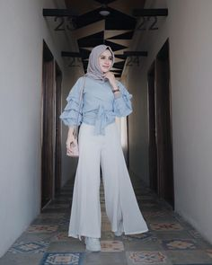 Our social Trends Modest Fashion Hijab, Casual Hijab Outfit, Hijab Chic, Dress Casual, Islamic Fashion, Muslim Fashion, Fashion Pants, Fashion Outfits, Mode Hijab