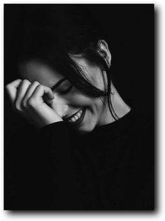 Sad Girl Photography, Shadow Photography, Portrait Photography Poses, Framing Photography, Tumblr Photography, Vintage Photography, Tumblr Couple Pictures, White Girl Pictures, Black And White Girl