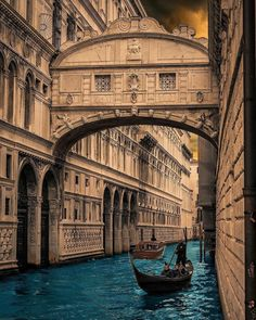 Discover our list of 7 best places in Italy? Check out these seven gorgeous Italian cities you must visit before you die. From Venice, Milan to Rome. Italy Vacation, Italy Travel, Travel Usa, Best Places In Italy, Places To See, Rome Antique, Destination Voyage, Beautiful Places To Visit, Wonderful Places
